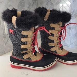 Super cute Sorel winter boots.